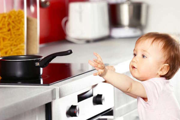 baby-in-kitchen-baby-proofing